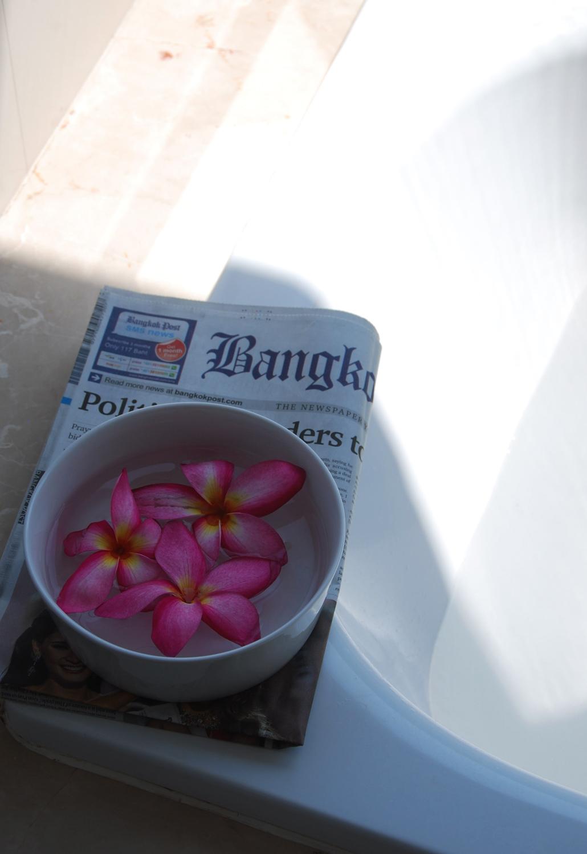Lush Sakura Bath Bomb