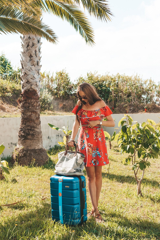 SININ koffer travel essentials Pink House Azores