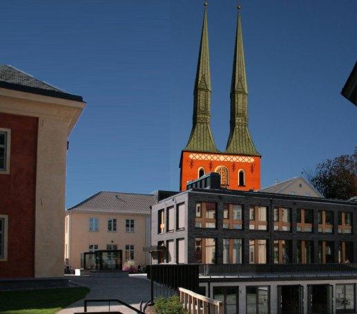 Fotomontage av redax (kyrkan lite flyttad för att illustrera sambandet)