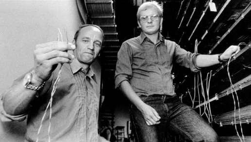 Hans Holmér och Ebbe Carlsson blev dödspolare mycket tidigare, här poserar de i smaband med att olaglig telefonavlyssning hade avslöjats.