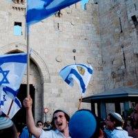 """Israel uppmanar till """"kamp för överlevnad"""" samtidigt som staten förfaller till rasism"""