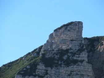 Einer der Gipfelfelsen des Roens hat ein Loch