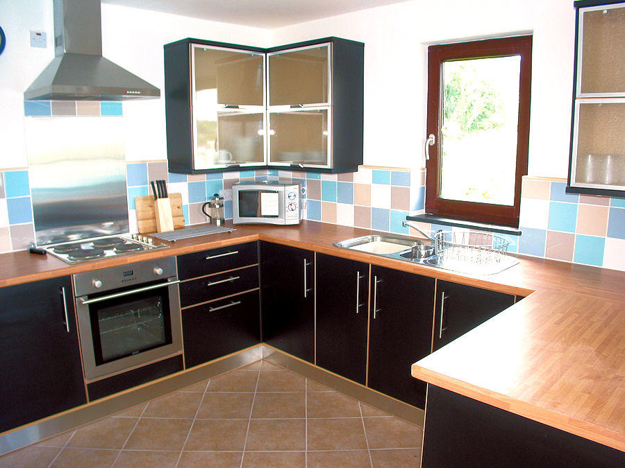 Cornwall Cottage - modern kitchen - self catering holidays - Lindford House