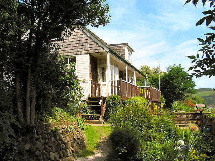 Curlew Cottage - garden and house