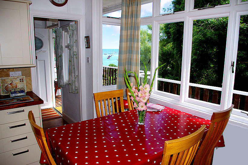 Curlew Cottage Cornwall - Kitchen with sea views