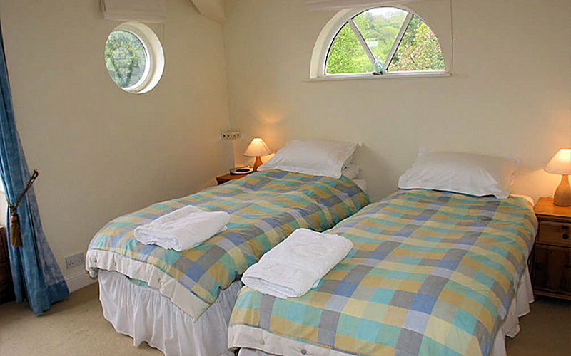 self catering cottage Cornwall - single beds - Gillan Creek - Helford