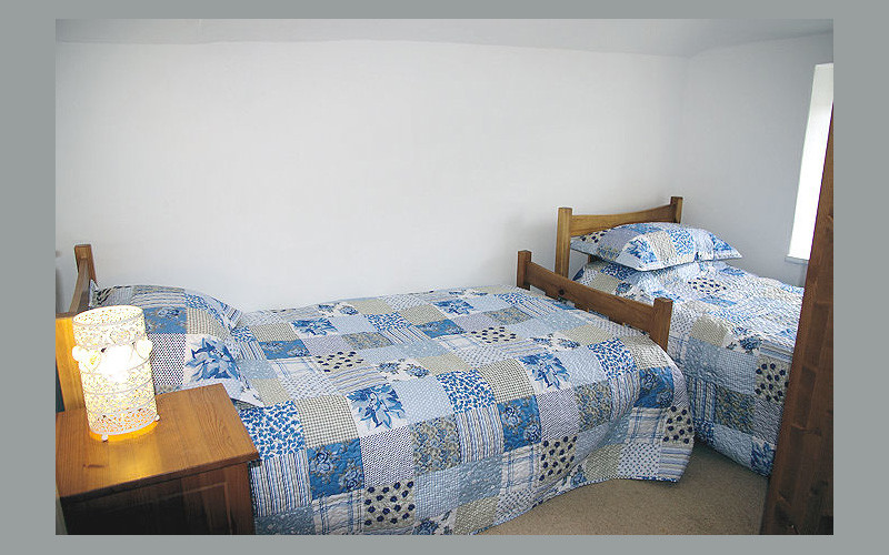 Harbour Cottage twin bedroom room - Self Catering Cornwall