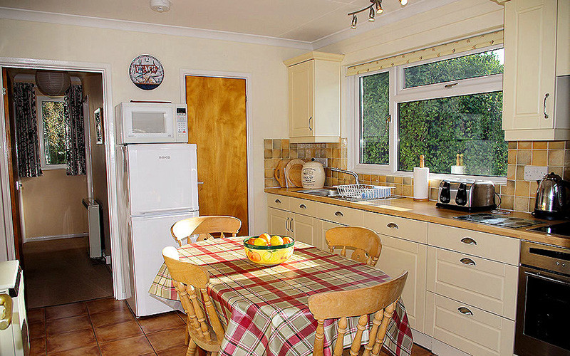 Cornwall Cottages - Meadow Cottage - Kitchen Diner - Self Catering