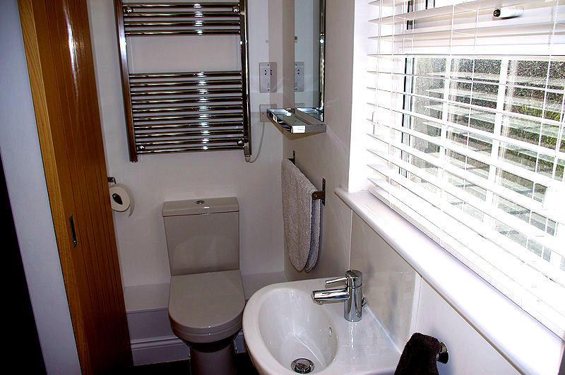 3 old mill yard bathroom 2