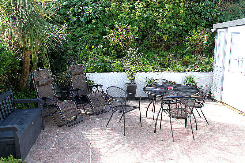 3 Old Mill Yard Cottage Cornwall self catering - Garden seating