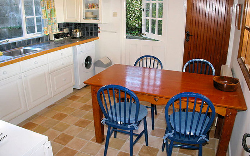 Pindos Cottage Cornwall - Kitchen Diner - Self Catering