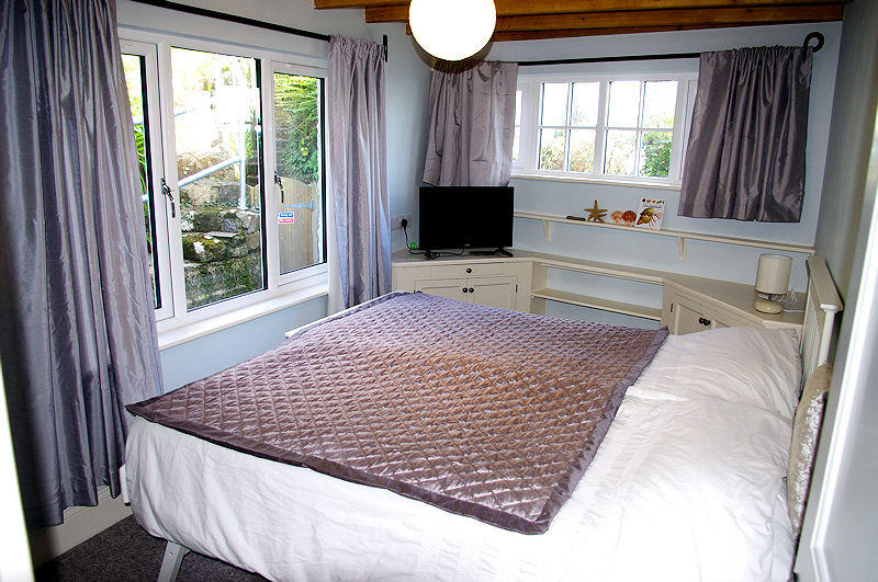 Cornwall Cottages - Prospect Cottage Bedroom 1 - Self Catering