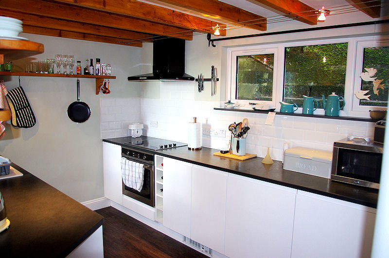 Prospect Cottage Cornwall - Kitchen - self catering from Lindford House