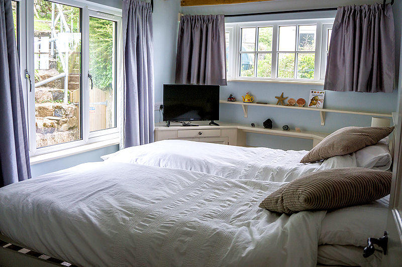 Cornish Cottage Bedrooms - Lindford House self catering