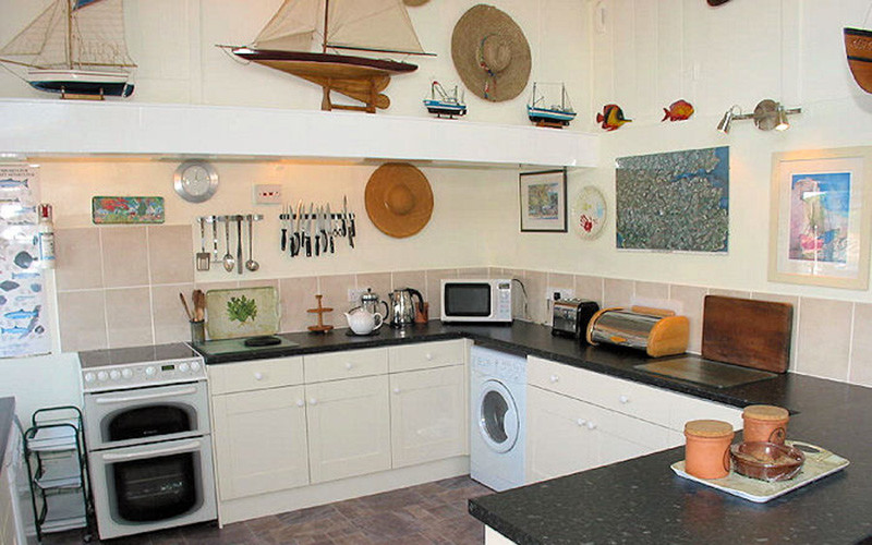 Rose on The Hill Cottage - Kitchen area - self catering Cornwall