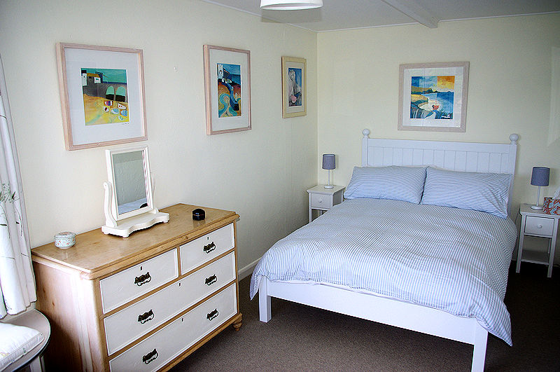 Cornwall Cottages - Self Catering Cornwall - bedrooms - Lindford House