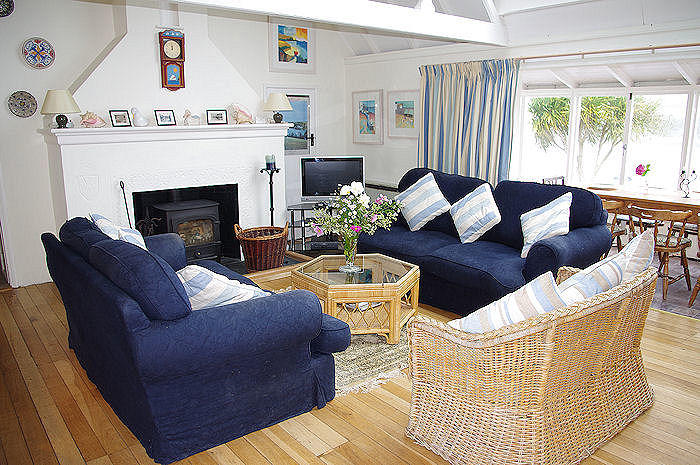 family holidays - large Cottages in Cornwall - Self Catering from Lindford House