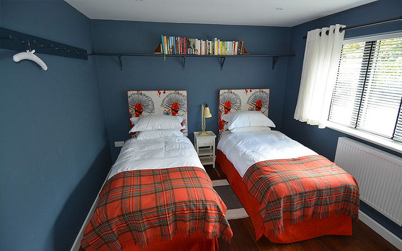Twin single beds - Cornwall Cottages - self catering from Lindford House