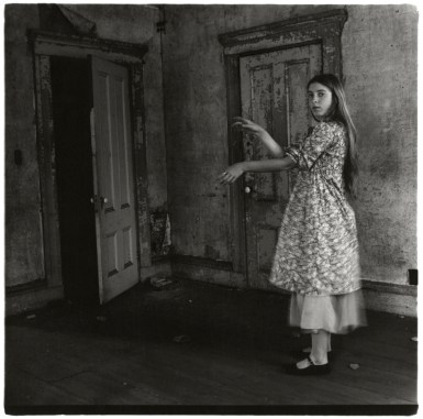 Francesca Woodman, Untitled, Providence, Rhode Island, 1975–1976 © Betty and George Woodman NB: No toning, cropping, enlarging, or overprinting with text allowed.