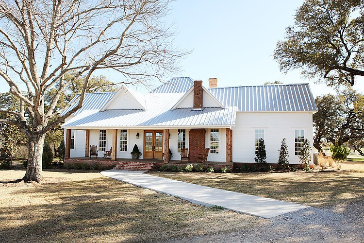 farmhouse style home exteriors magnolia homes via - Farmhouse Exteriors
