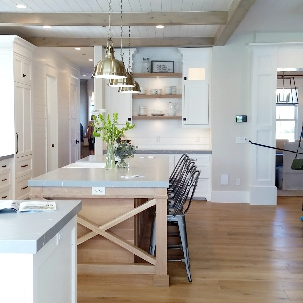 10 Design Trends Beams And Wood In Kitchen