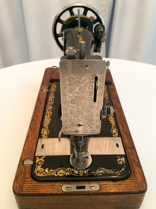 Cleaning And Operating A 100 Year Old Sewing Machine