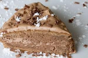 Part de gâteau aux châtaignes fourré