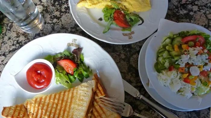 Déjeuner au café Schwarzenberg