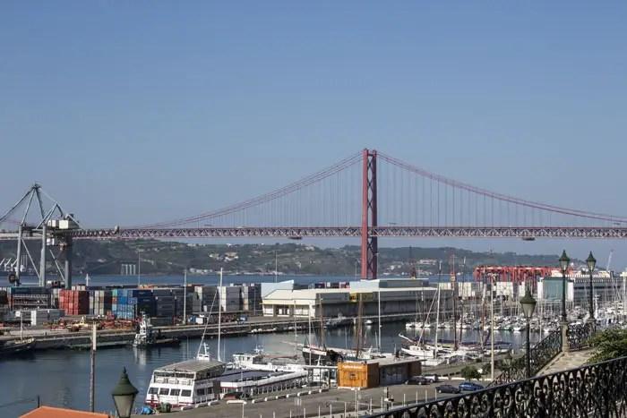 Le port et le pont du 25 Avril