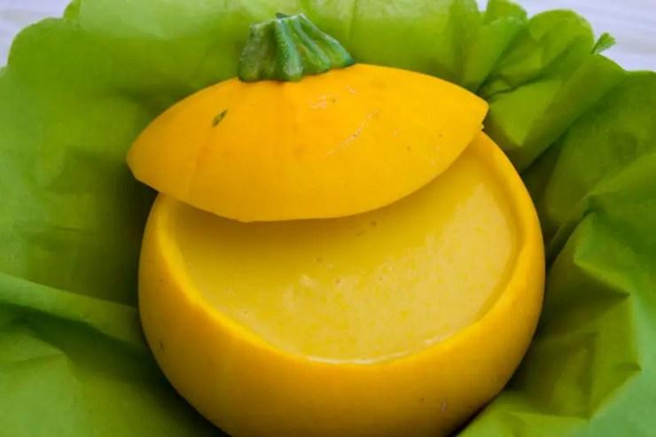 Velouté de courgette jaune en marmite végétale