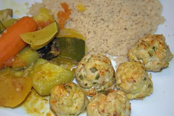 Boulettes de poulet à l'orientale et légumes en tajine