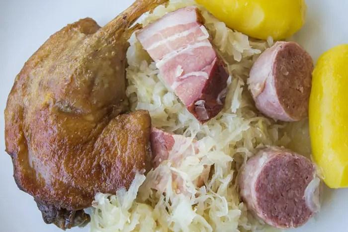 choucroute et cuisses de confit de canard