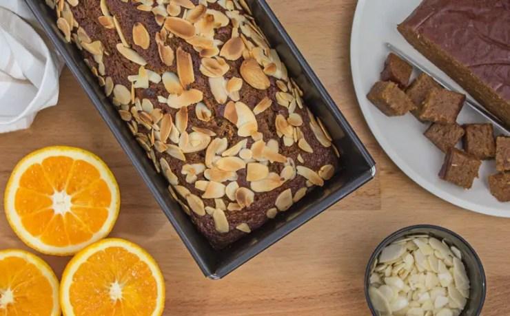 Gâteau aux dattes, à l'orange et au miel