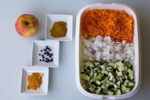Légumes et épices pour samoussas au curry