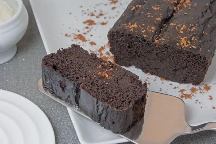 Bolo com farinha de alfarroba, cacao e Hokkaido