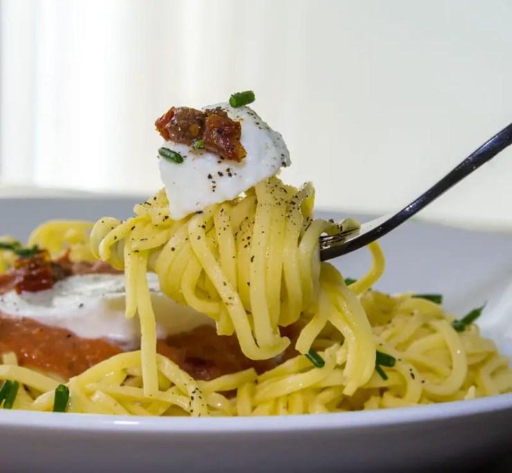 Spaghetti a la crema di pomodoro e mozzarella
