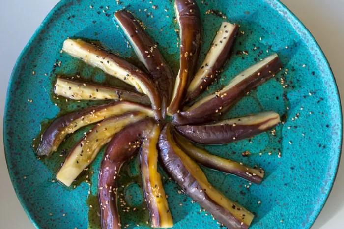 Salade d'aubergines vapeur aux sésame et vinaigrette