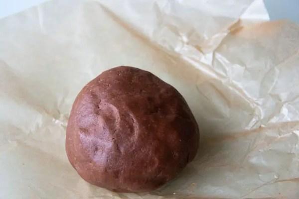 Boule de pâte sablée au cacao