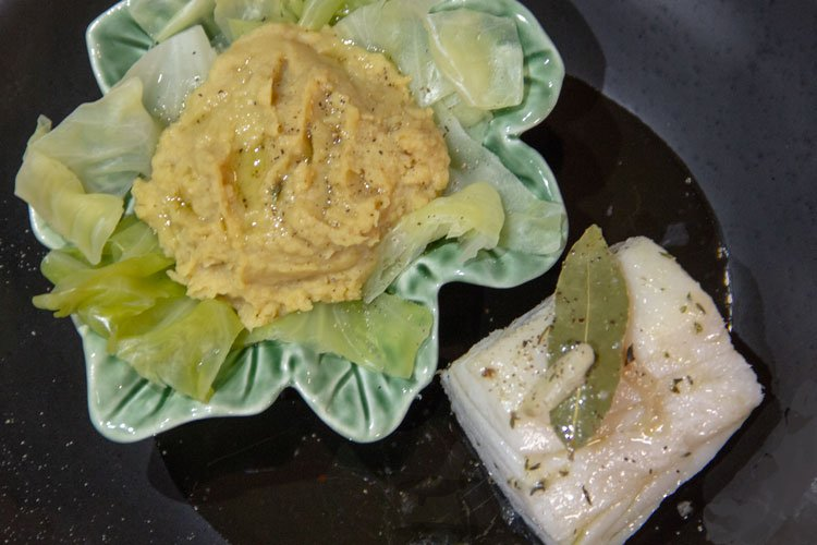 Pavé de morue confit à l'huile et purée de pois chiches