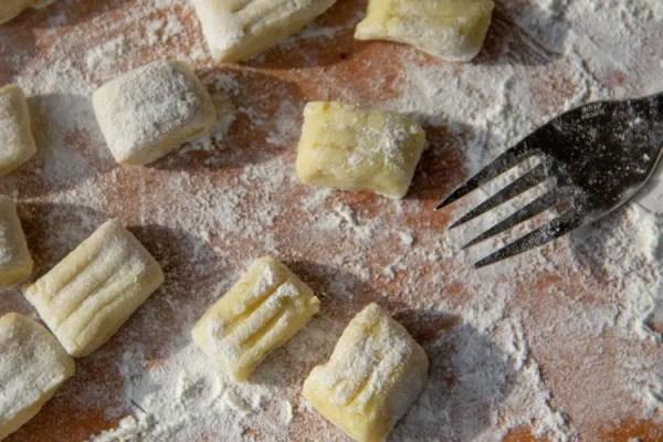 marquer les gnocchis à la fourchette