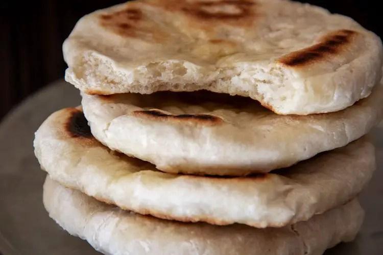 4 pains pita cuits à la poêle
