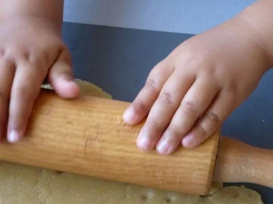 Étaler la pâte au rouleau