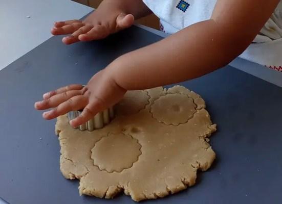 Découpe des biscuits de Juliette
