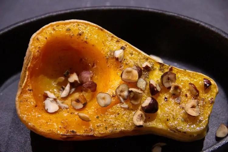 1/2 courge butternut rôtie avec des noisettes