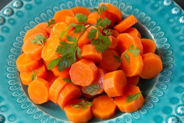 Assiette de carottes à la vapeur