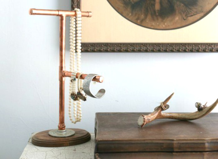 industrial-copper-pipe-jewelry-hanger