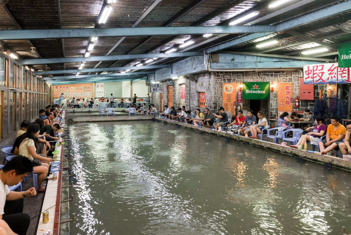 Indoor Shrimp Fishing - Taiwan's Unique Take on Fishing Pastimes