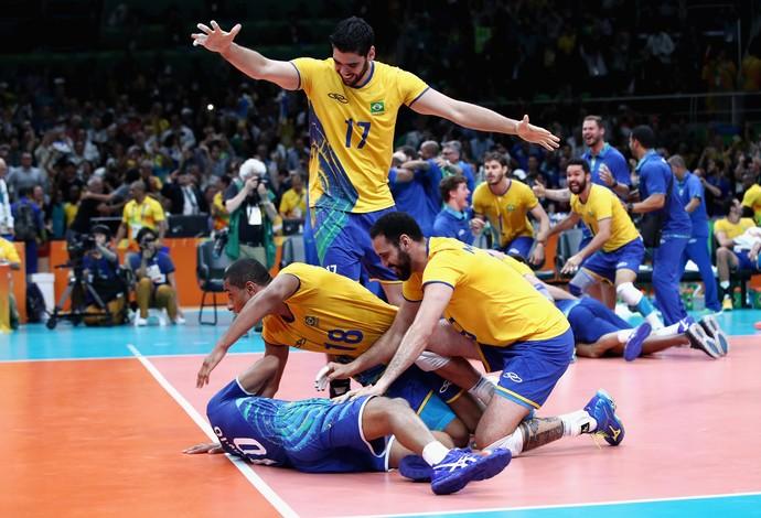 A comemoração emocionante dos brasileiros após o ponto final. Orgulho define! Foto: Getty Images