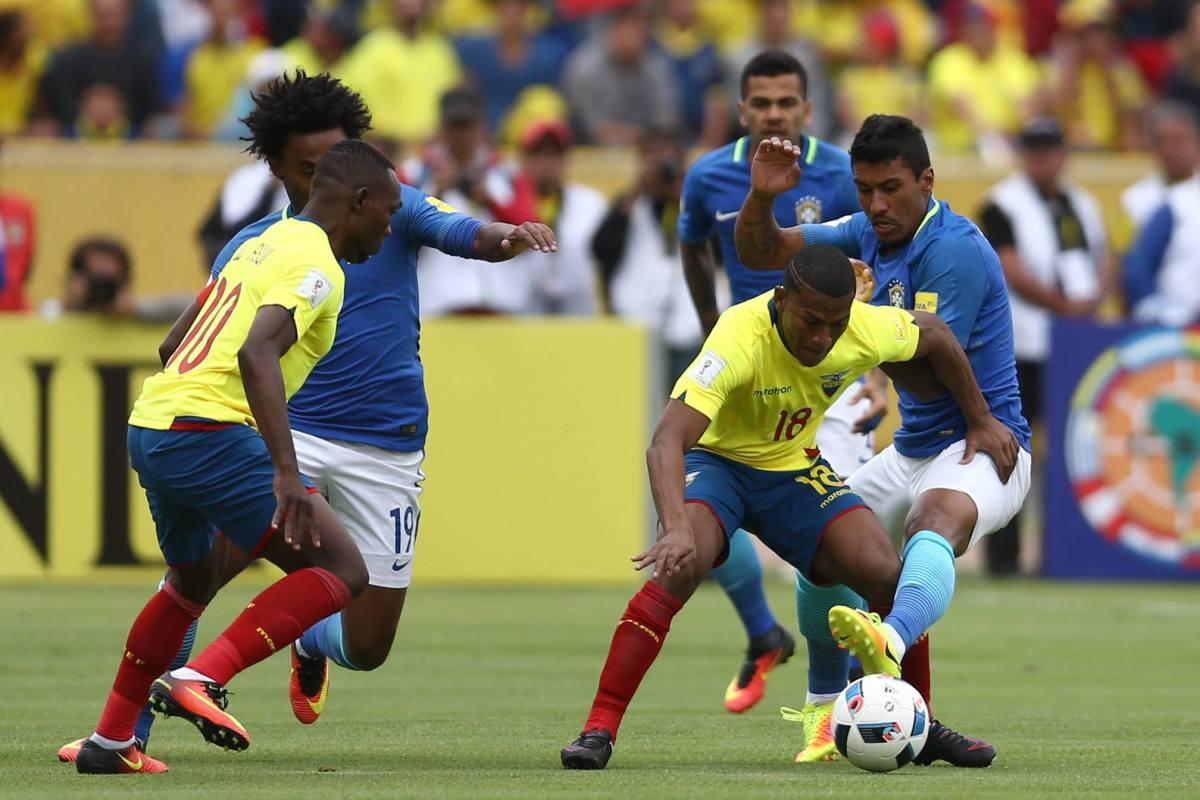 Primeiro tempo foi muito brigado, mas ainda assim o Brasil mostrou que tinha o domínio da partida. Paulinho foi um dos destaques. Foto: Lucas Figueiredo/CBF