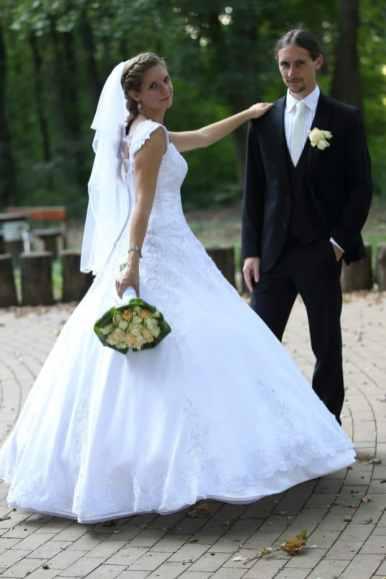Fekete esküvői öltöny